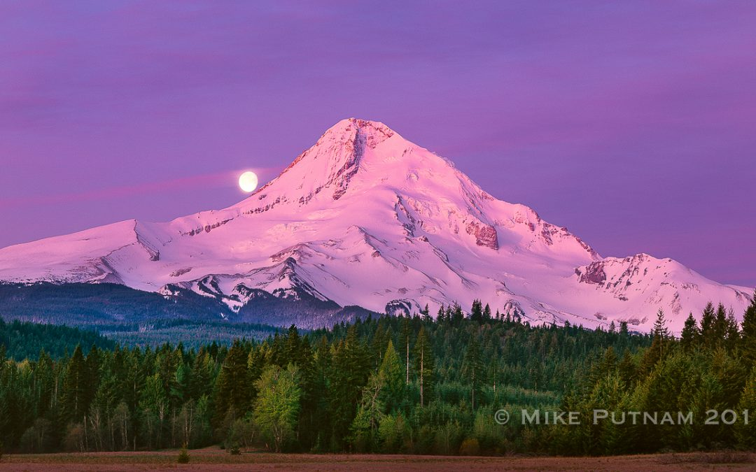 Mt Hood Moonset, Parkdale, Oregon.