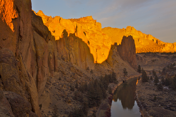 Evening sight on Smith Rock as seen from asterisk pass