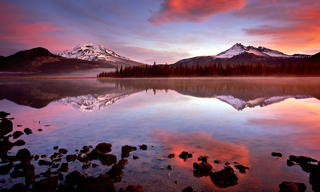 Photo of a beautiful sunrise from one of Oregon's most photogenic locations, Central Oregon's Sparks Lake.