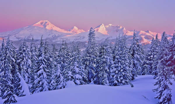Oregon Cascades on a Snowy Winter Morning!
