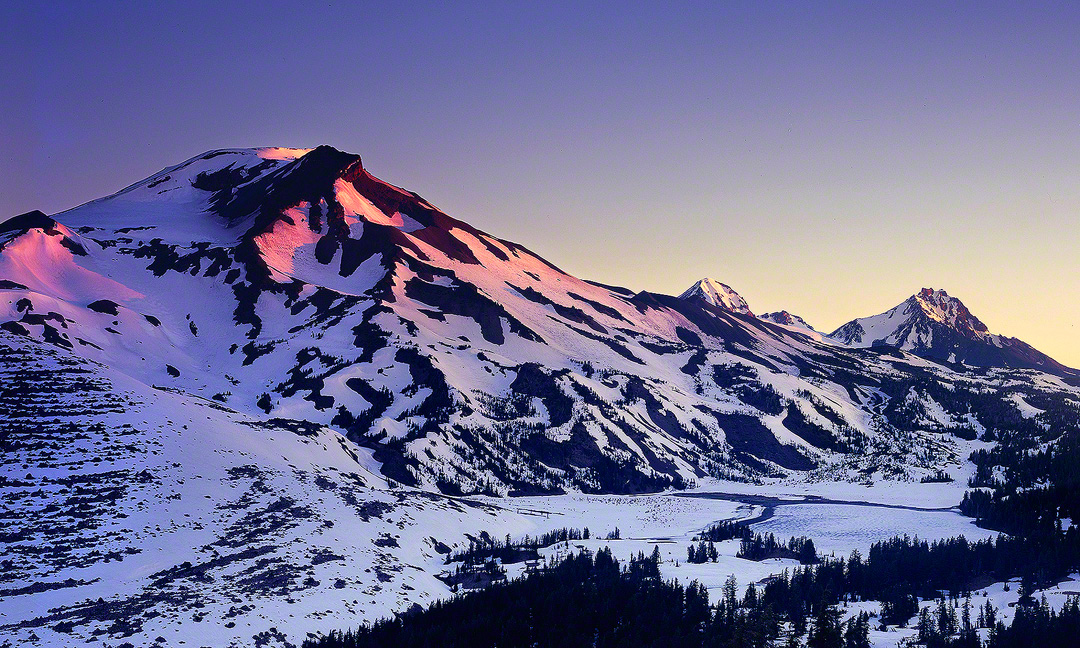 oregon water, sisters,wilderness,green lakes,spring,alpenglow,mountains