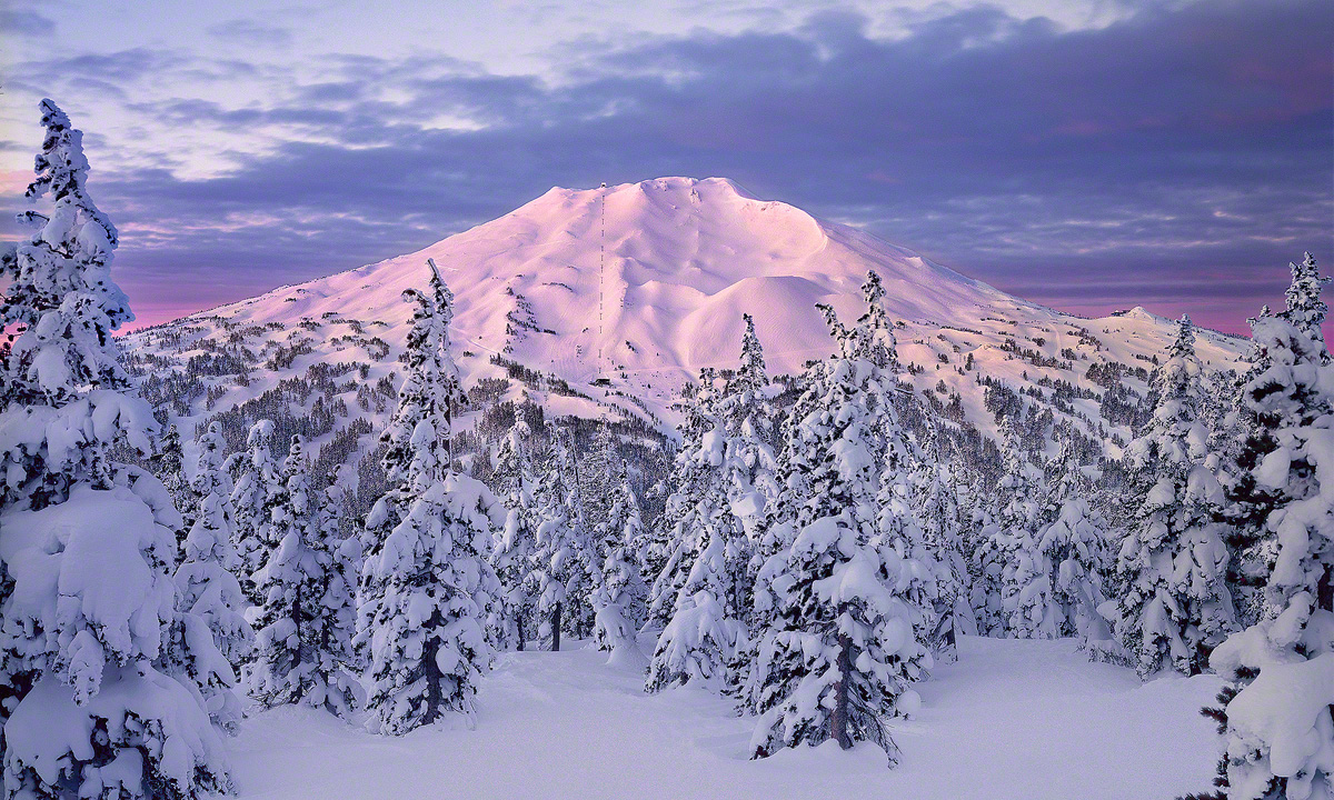 mt bachelor sunrise,alpenglow,oregon skiing,bend oregon ski resort,bend oregon photo,oregon mountain photo , oregon ski resort