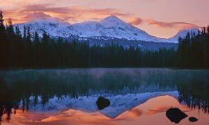 oregon water, sisters mountains,scott lake,mckenzie pass,oregon lake,oregon mountains,