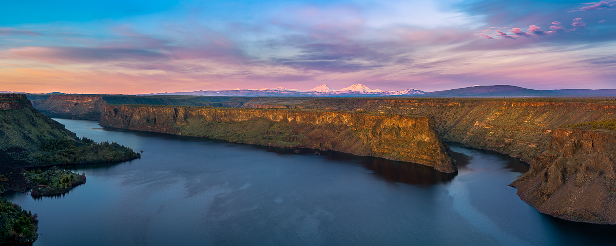 Lake Billy Chinook photo, panorama, Three Sisters,Oregon sunrise